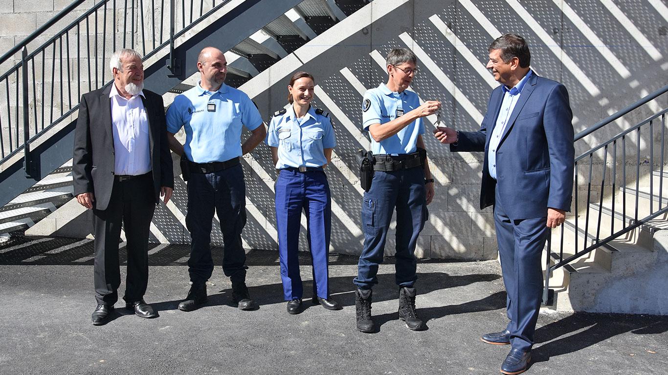 Remise des clefs à la gendarmerie